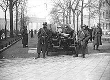 220px-Bundesarchiv_Bild_183-H25109,_Kapp-Putsch,_Brigade_Erhardt,_Berlin