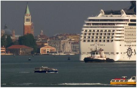 Venise gros bateau